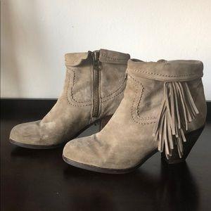 495713ff3404fb Sam Edelman Shoes - Sam Edelman Louie Bootie Size 6